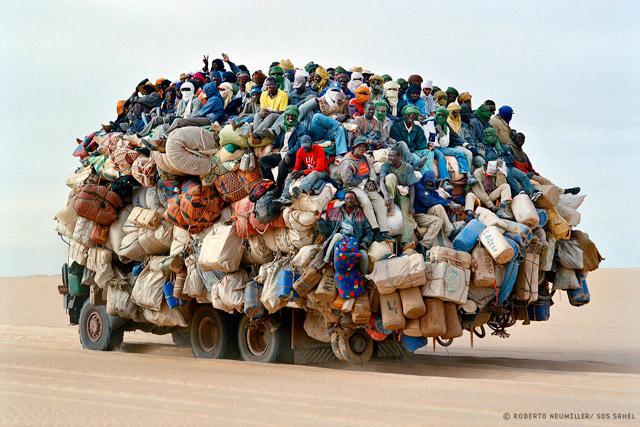Détournement d'image des clichés SOS Sahel de Roberto Neumiller